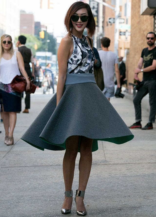 How to Wear Flared Skirts