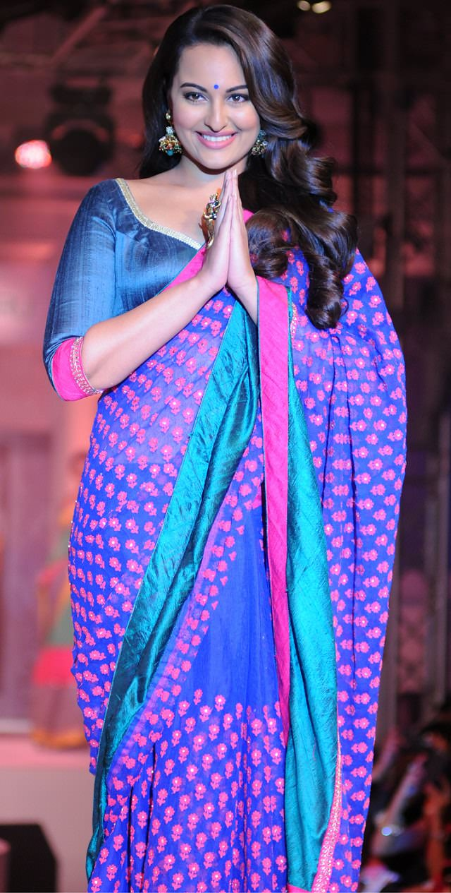 Sonakshi Sinha's Perfect saree Drape style to look slim and tall